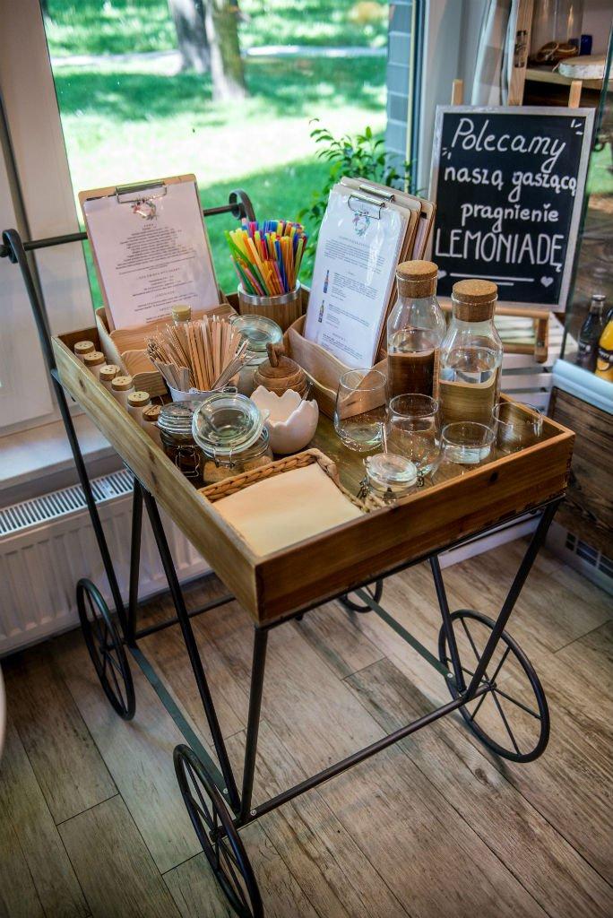 Kwiaciarnio Kawiarnia Na Huśtawce stolik