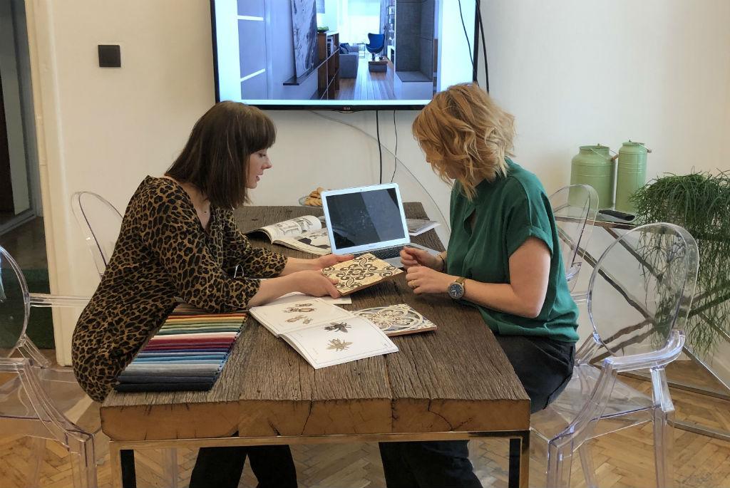 spotkanie materiałowe podczas projektowania wnętrz
